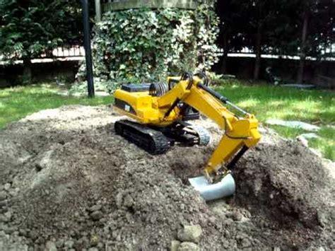 cat   rc bruder escavatore excavator bagger pelle test  benna larga gardenmpgmpg youtube
