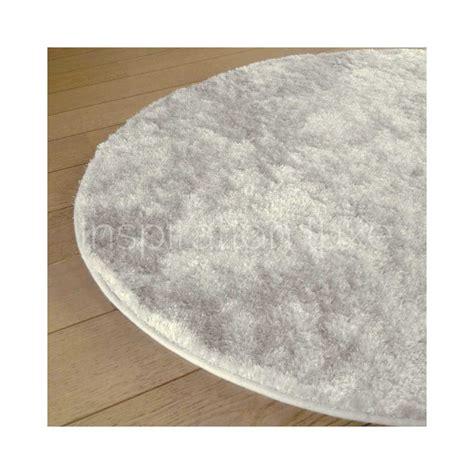 tapis rond sur mesure tapis sur mesure rond blanc shaggy fin par inspiration luxe