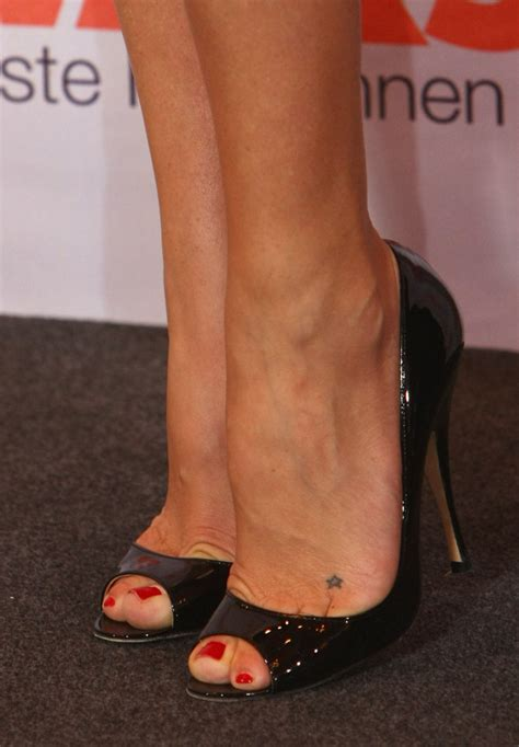Cr Tattoos Design Small Foot Tattoos For Women