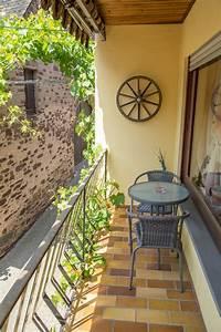 ferienwohnung ferienwohnung weinbau werner boos valwig With markise balkon mit tapete alte zeitung