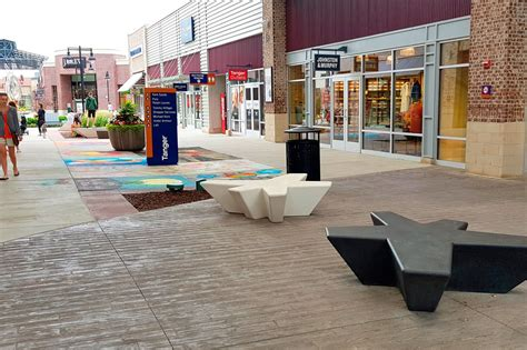 streetscape tanger outlet grand rapids escofet  sa