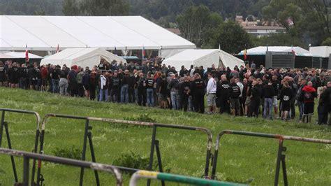 themar hitlergruss und heil rufe bei rechtsrock festival