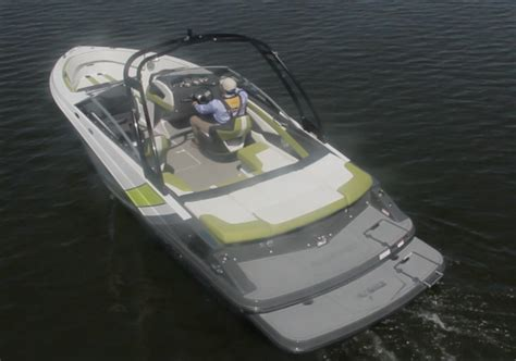 Glastron Boats Reviews by Glastron Gts 225 2017 2017 Reviews Performance Compare