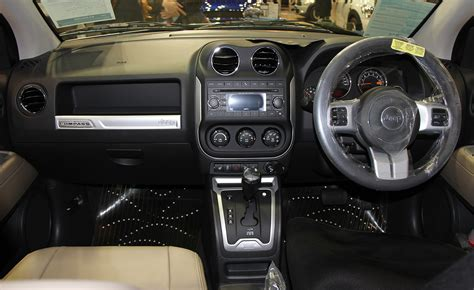 jeep compass limited interior file jeep compass limited interior jpg wikimedia commons
