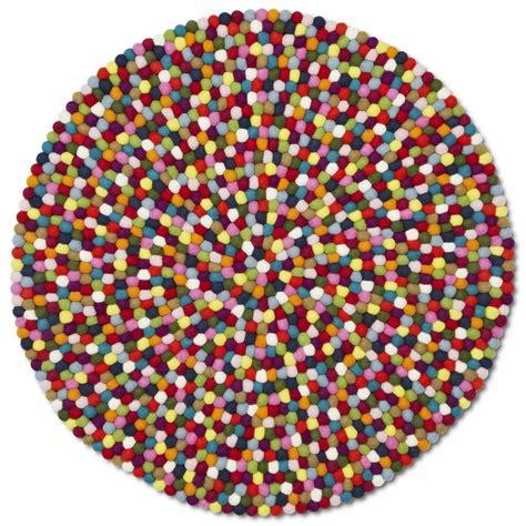 tapis multicolore pinocchio en billes de laine hay