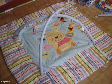 tapis de chambre winnie l ourson carrelage design tapis d eveil winnie l ourson moderne