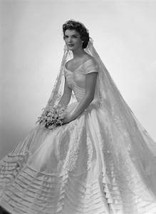 Vintage bridal icon jacqueline lee bouvier kennedy for Jackie o wedding dress