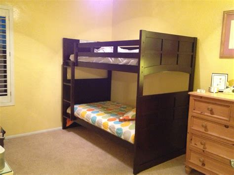 best color for small bedroom with furniture
