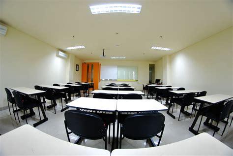 gedung kuliah  ruang kelas
