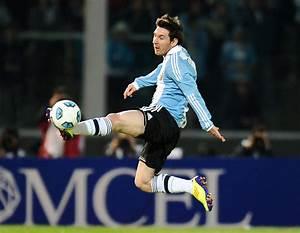 Lionel Messi Kicking Soccer Ball   Foto Bugil Bokep 2017