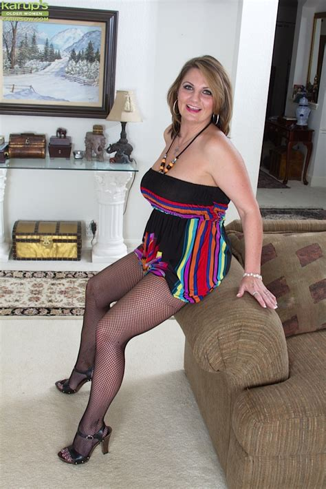 Appetizing Chubby Mature Milf Flaunting Her Massive Fun Bags Happily Pornpics Com