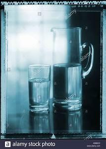Wasser Am Fenster : half full glass stockfotos half full glass bilder alamy ~ Eleganceandgraceweddings.com Haus und Dekorationen