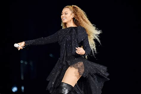 Beyoncé Actually Dropped The Mic And The Beyhive Can't