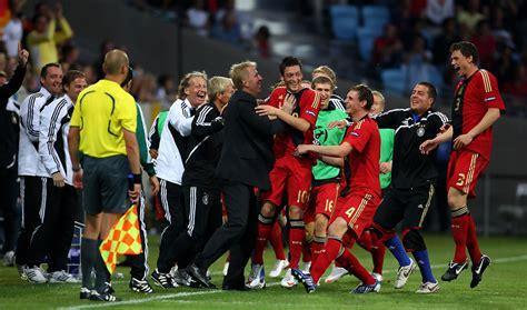 So wird die u21 im tv gezeigt. Mesut Ozil - Mesut Ozil Photos - England U21 v Germany U21 ...