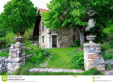 Haus Und Garten Gro 223 Artiges Altes Haus Und Garten Lizenzfreie Stockfotos Bild 2440608