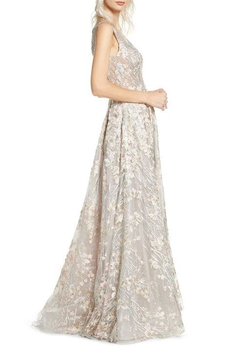 Mac duggal dresses are one of kind from mac duggal plus size to mac duggal prom dresses they are great for any occasion get yours from the dress outlet. MAC DUGGAL Floral Embroidered V-Neck Gown - We Select Dresses