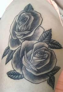 Rosen Tattoos Schwarz : nitrobaby rosen tattoos von tattoo ~ Frokenaadalensverden.com Haus und Dekorationen