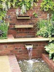Steinmauer Mit Wasserfall : 20 id es modernes et pratiques pour votre fontaine de jardin ~ Markanthonyermac.com Haus und Dekorationen