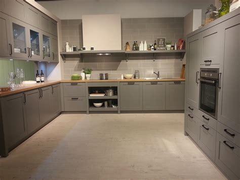 graue küche mit holzarbeitsplatte 75175 antreten zum trend report aktuelles aus der welt der k 252 chen k 252 chenatlas