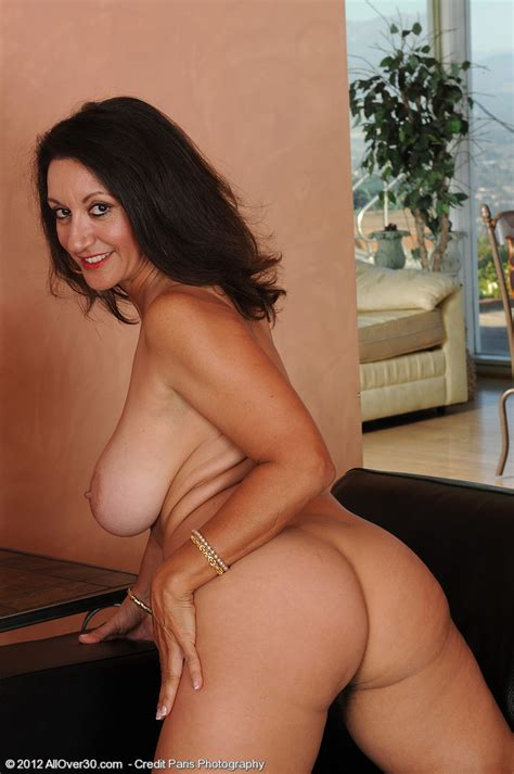 Busty Mature Persia Display Her Hairy Punani MILF Fox