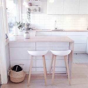 Comment adopter le tabouret de bar dans l39interieur for Deco cuisine avec chaise blanche bois