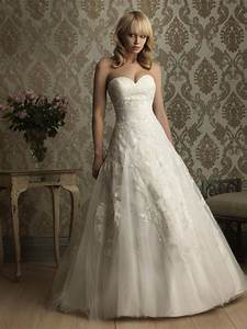 Ball gown sweetheart neckline wedding dress with for Sweetheart neck lace wedding dress