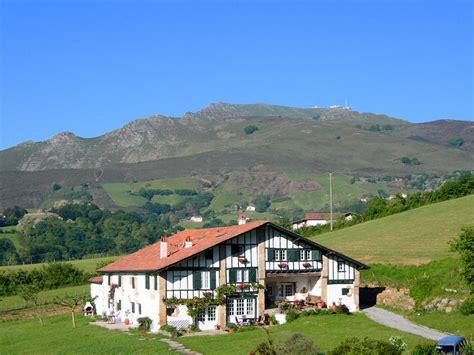 chambre d hote sare pays basque chambre d 39 hôtes à sare pyrénées atlantiques uhartea
