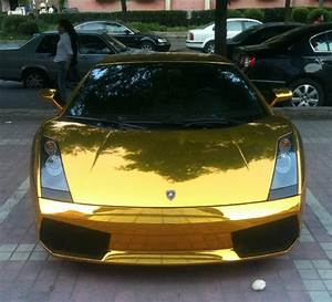 Golden Lamborghini Doesn't Want to Live: Crashes to Ease ...