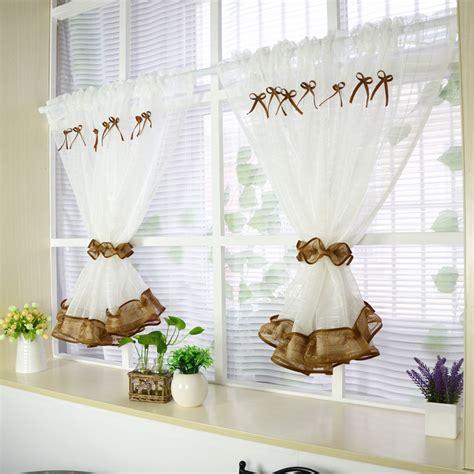 petit rideau cuisine rideau de cuisine dcoration cuisine rideaux jolis
