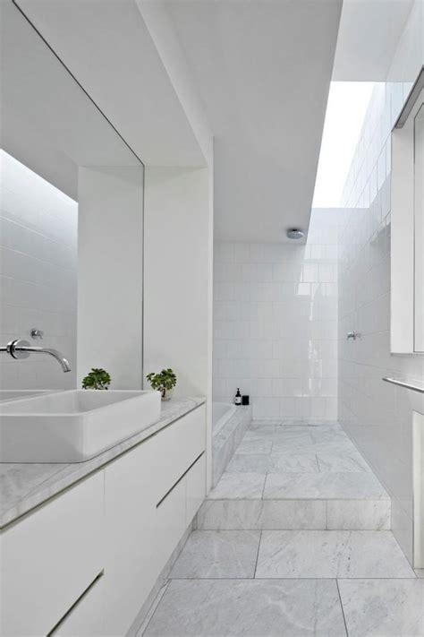 salle de bain suedoise la salle de bain scandinave en 40 photos inspirantes archzine fr