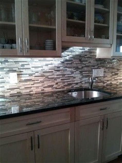 verde butterfly granite glass mosaic back splash kitchen