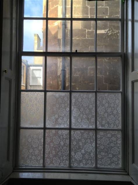 Fenster Sichtschutz Basteln by Diy Easy Window Privacy Screens With Fabric And