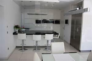 Weiße Arbeitsplatte Küche : wei e k che mit schwarzer arbeitsplatte ~ Sanjose-hotels-ca.com Haus und Dekorationen