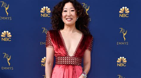 sandra oh mother sandra oh brings parents as dates to the emmy awards 2018
