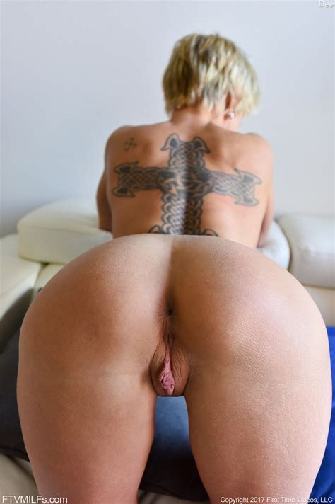 Older Milf With Short Hair Flashes Her Twat And Ass Before