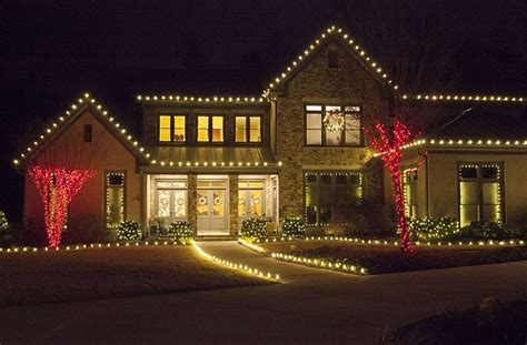 outdoor christmas lights ideas   roof
