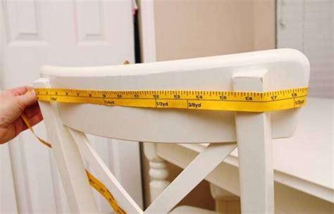 comment faire une housse de chaise comment faire des housses de chaise en forme de bonnet de père noël