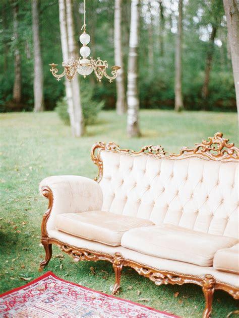 wedding decor vintage sofa  chandelier vintage couch