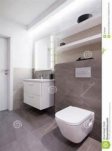 Bad Graue Fliesen : graue fliesen im badezimmer stockbild bild von zeitgen ssisch haupt 57093821 ~ Frokenaadalensverden.com Haus und Dekorationen