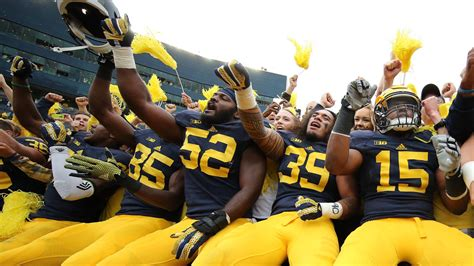 college football colors the 10 best school color combinations in college football