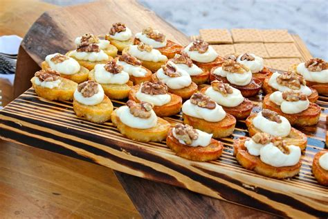 Start your party off right with these party food ideas and easy appetizer recipes for dips, spreads, finger foods, and appetizers. 047aef079d7b5422af540ac2290eb0f2.jpg 1,200×800 pixels | Appetizers for party
