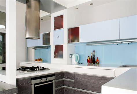 light blue kitchen backsplash virtuvės interjero planavimo idėjos i 6 variantai 6959