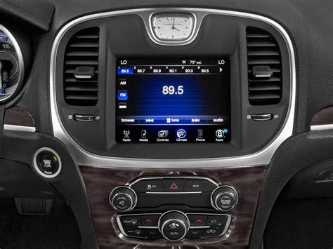 image  chrysler   door sedan limited rwd audio