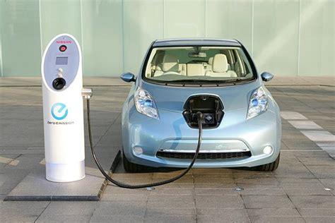 por  los coches electricos tienen tan poca autonomia