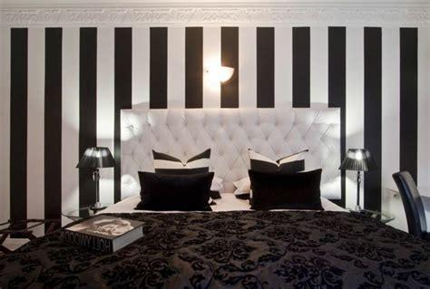 tapisserie de chambre a coucher le papier peint noir et blanc est toujours un singe d