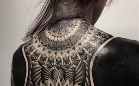Le Black Out Tattoo  La Tendance Tatouage Qui Affole Internet