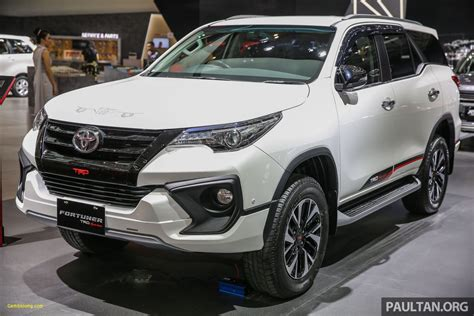 Toyota Fortuner Backgrounds by Toyota Fortuner Hd Wallpapers Classycloud Co