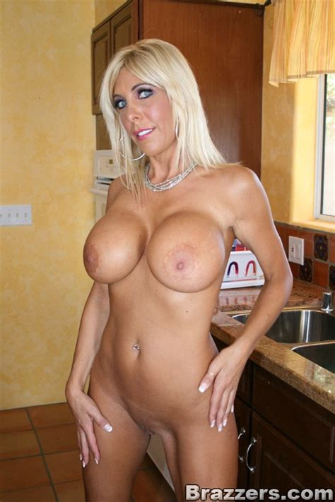 Blonde Milf Slut Gallery 1