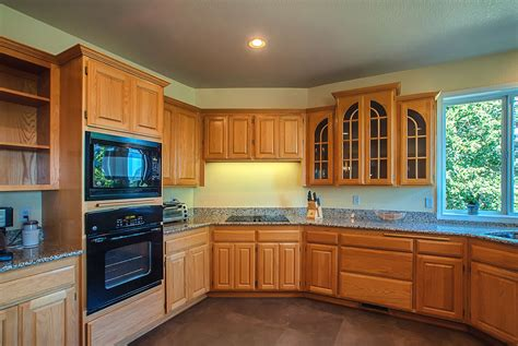paint colors for small kitchens with oak cabinets kitchen paint colors with oak cabinets gosiadesign com