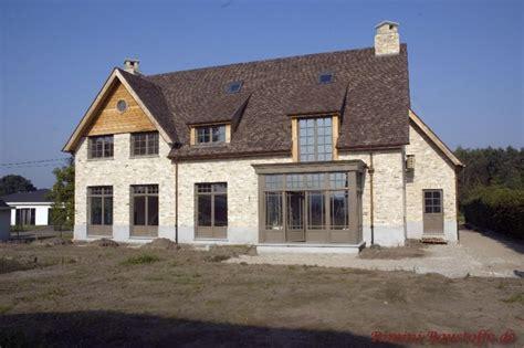 Haus Mit Grauen Fenstern